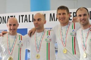 podio 4x200 M35 Dongiacomo DeLuca Bianchi Alquati